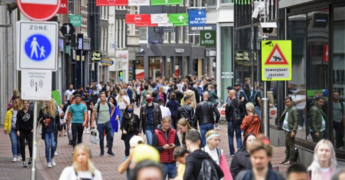 Holandë, përdorimi i maskës i detyrueshëm në Amsterdam dhe Roterdam