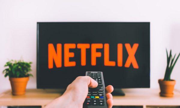 Netflix anulon dy seri për shkak të pandemisë