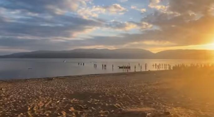 Vazhdojnë kërkimet për 16-vjeçarin që u zhduk dje në Liqenin e Prespës