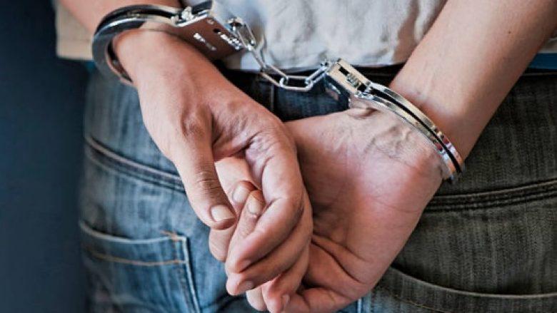 Arrestohet një person për djegien e veturave të EVN-së në Tetovë