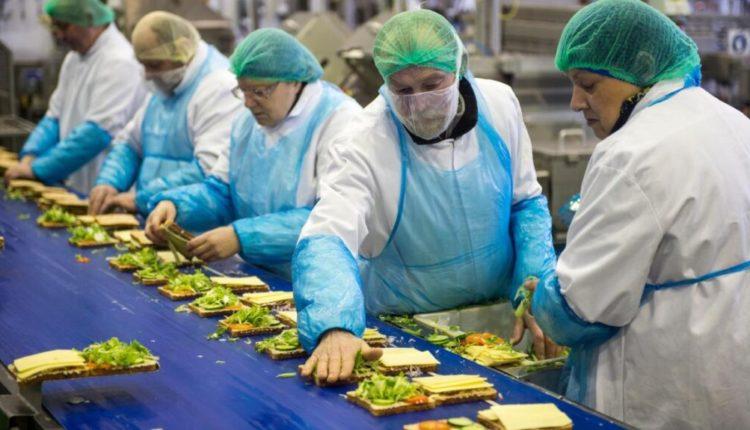 Britani, rreth 300 të infektuar me koronavirus në një fabrikë për sanduiçë