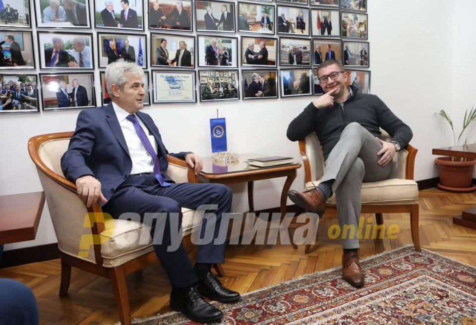 Bisedimet për Qeverinë e re, Ahmeti takoi Mickoskin