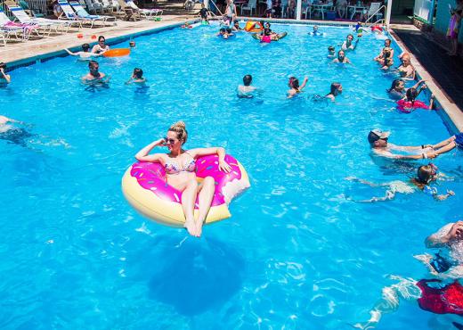 E FUNDIT/ Ngjarje tragjike në Durrës, i mituri mbytet në pishinë