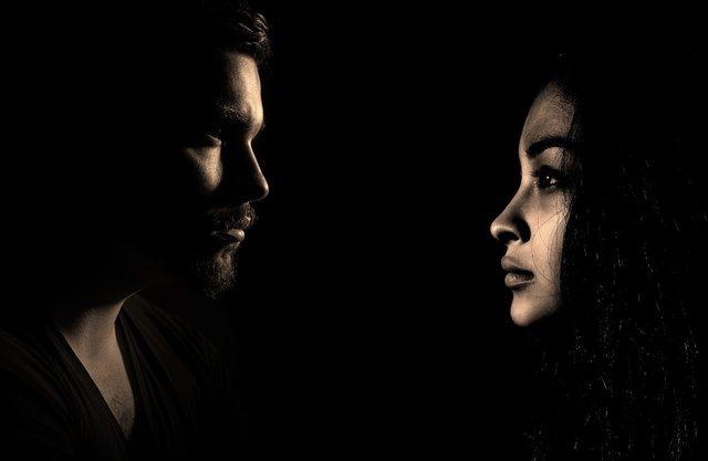 Fundi i një martese s' është vetëm tradhtia, ja 11 gjërat që duhet të shmangni