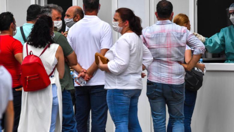 Nënat e fëmijëve deri në gjashtë vjet në protestë, Filipçe thotë se me virusin do të jetojmë edhe në vitin 2021