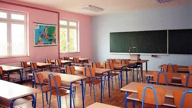 Maqedonia po bëhet gati për vitin e ri shkollor, ministrja Carovska thotë se modeli është i sigurt