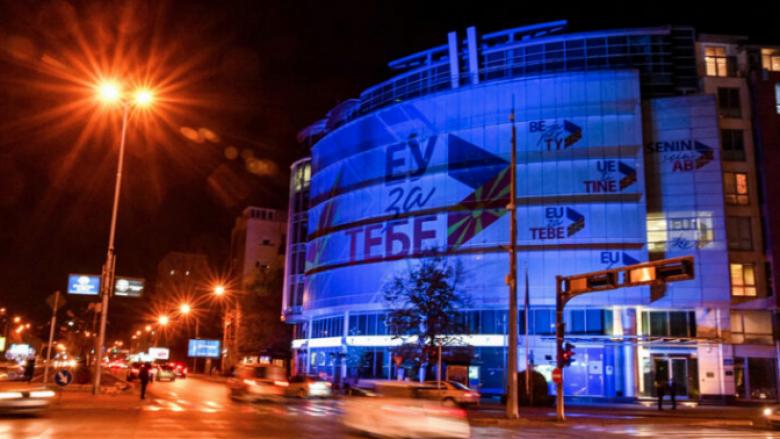Institucionet në Shkup do të ndriçohen me ngjyrë të kaltër për nder të Ditës së Fëmijëve