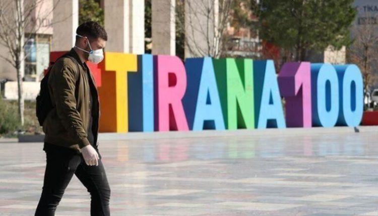Shqipëria rikthen kufizimet e lëvizjes