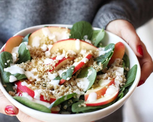 Dieta dimërore: Çfarë të hamë gjatë këtij sezoni për të mos akumuluar kile të tepërta