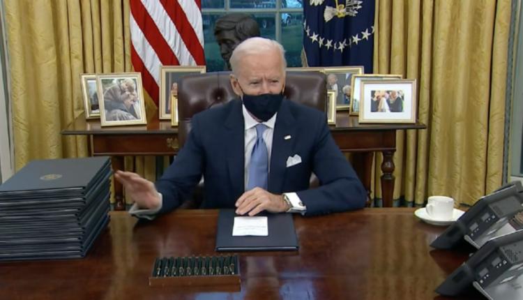 Biden zhbën vendimet e Trump, nënshkroi disa urdhëra ekzekutivë