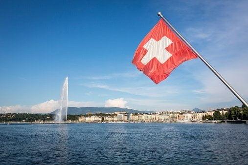 Shpërthim i variantit të ri në Zvicër