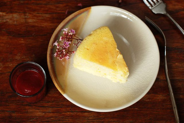 Tortë me tre përbërës: Pa miell, pa sheqer, pa maja