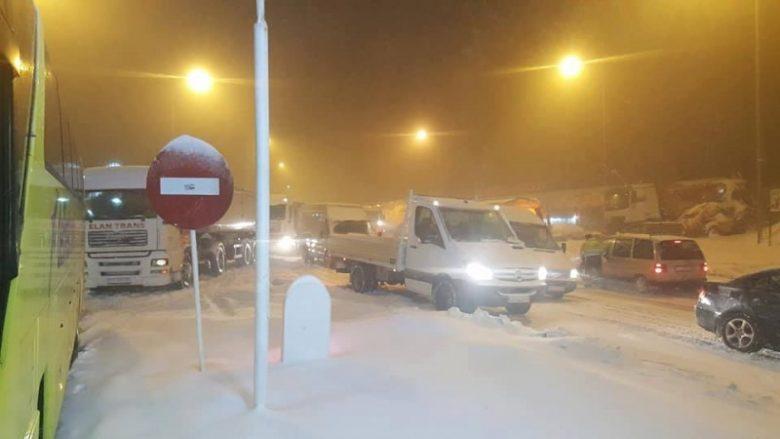 Reshjet e borës, dhjetëra aksidente në Shkup