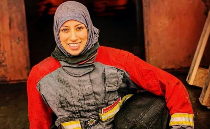 27 vjeçarja, zjarrfikësja e parë me mbulesë