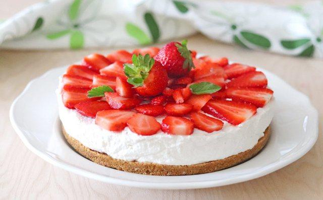 Cheesecake me luleshtrydhe