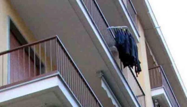 Tragjedi në një familje nga Maqedonia, foshnja 14-muajshe ndërron jetë pasi bie nga ballkoni