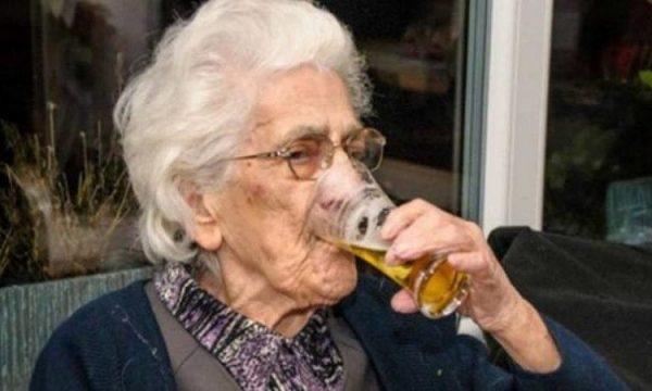97-vjeçarja e dashuruar me birrën