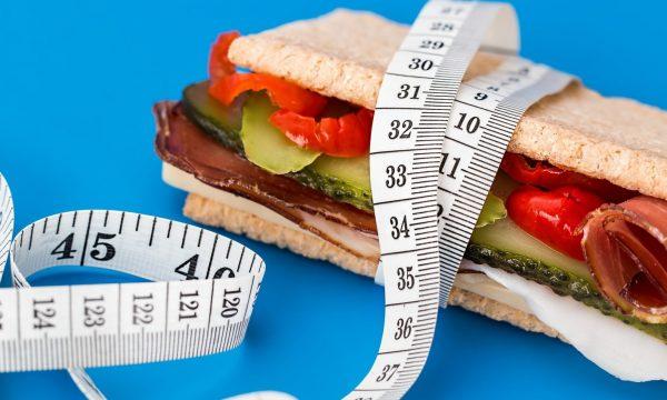 Sa kalori duhet të hani brenda një dite për të humbur peshë?