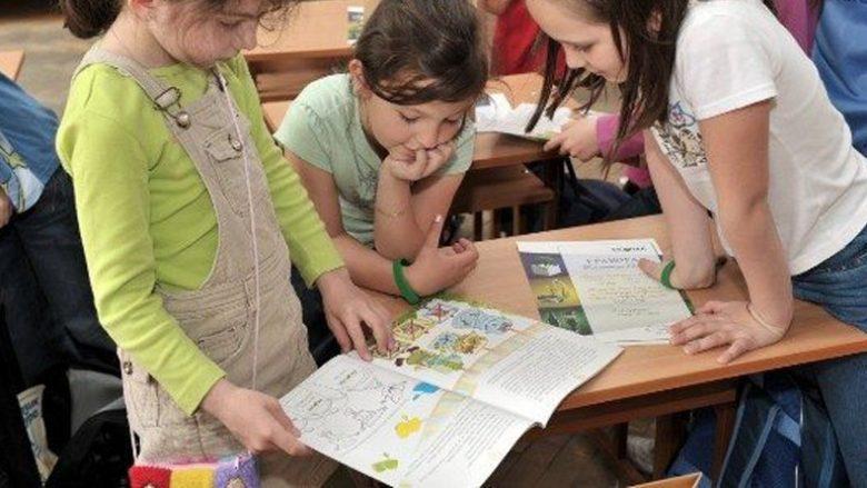 Prindërit në protesta kundër librave digjitalë në Maqedoni