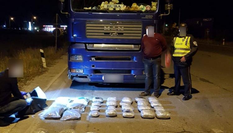 Kapet drogë në vlerë rreth 200 mijë euro, shoferi u përpoq të korruptojë policët