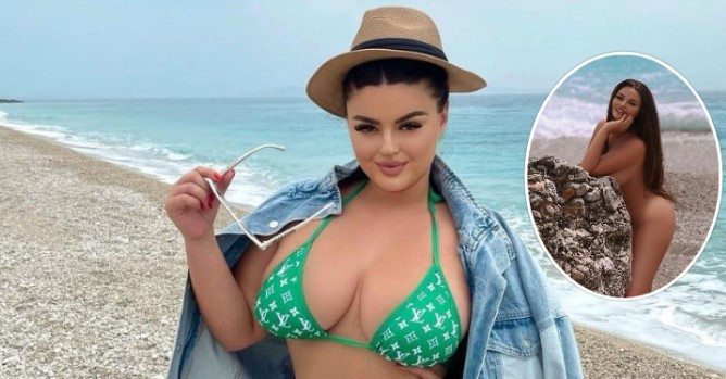 Enca s'e duron të nxehtit, shfaqet 'topless' në plazh