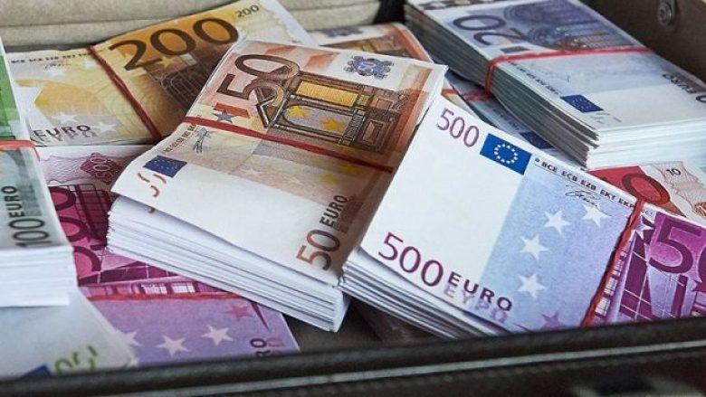 Paratë e diasporës së Maqedonisë – më shumë nëpërmjet bankave, më pak para në dorë