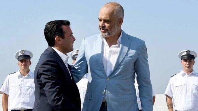 Zaev në Tiranë për të nënshkruar Marrëveshjen për vendosjen e kontrolleve të përbashkëta kufitare