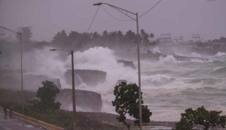 Stuhia tmerron Kubën, evakuohen 180 mijë persona