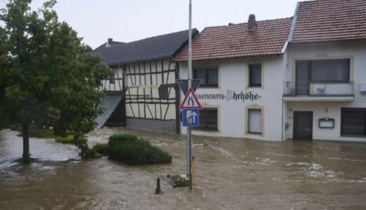 Përmbytje masive në Gjermani, të paktën 30 të zhdukur