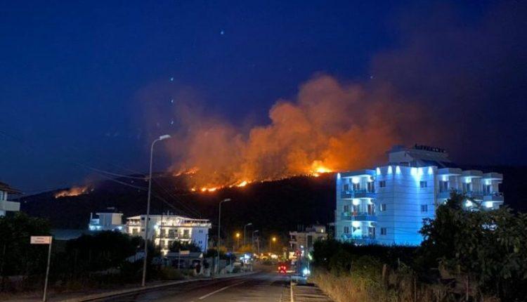Zjarret përfshijnë jugun e Shqipërisë