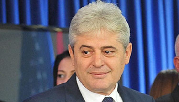 Ali Ahmeti uron festën e Kurban Bajramit