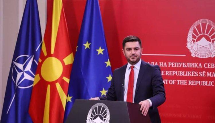 Ministri Bekteshi siguron mjete për 4000 qytetarë, për vauçera turistik