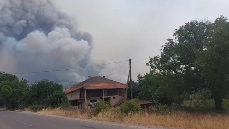 Evakuohen banorët e fshatrave Trabovisht dhe Virçe në Dellçevë pasi zjarri afrohet drejt vendbanimeve