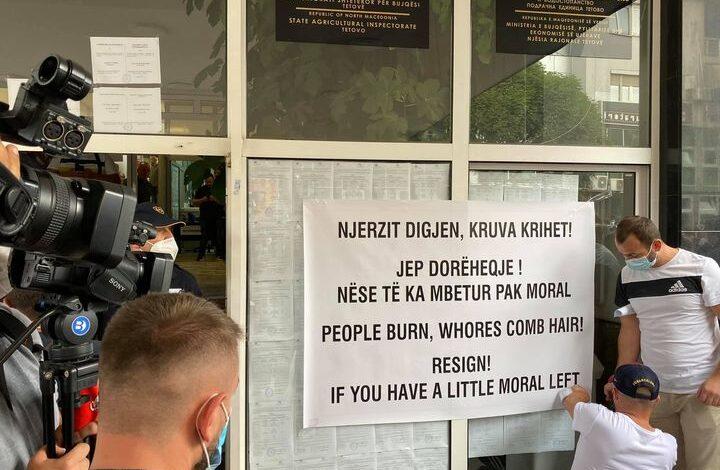 Protestuesit: Të jep dorëheqje Qeveria dhe kryetarja e Tetovës