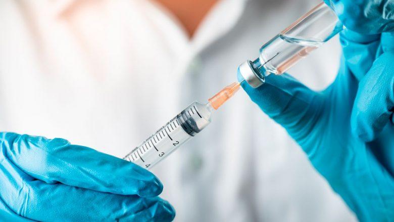 Në Maqedoni do të aplikohet doza e tretë e vaksinës për disa kategori të qytetarëve