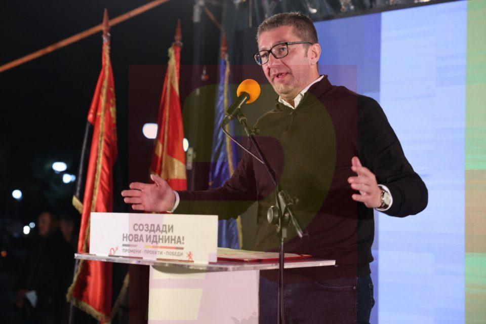 Mickoski: Zaevi vozitet me BMW prej 100,000 eurosh, ndërsa popullin e dërgojnë në spitale që digjen për dy minuta