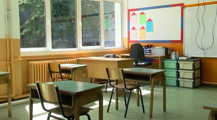 """Sh.M """"Zef Lush Marku"""": 10 nxënës në izolim, ndjekin mësimin online"""