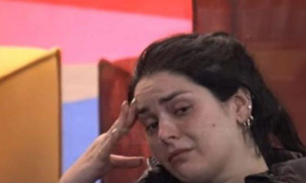 """""""Më la se nuk i pëlqente që qaja"""", Fifi e lënduar nga ish- i dashuri thotë se nuk i beson meshkujve"""