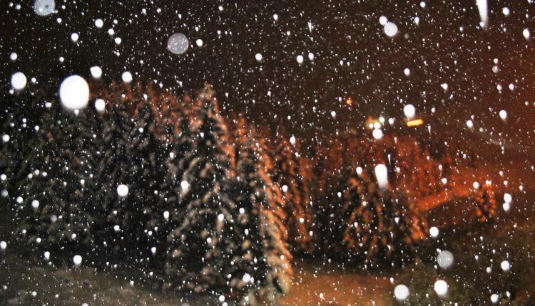 Bie bora e parë në Maqedoninë e Veriut, zbardhet Kodra e Diellit (FOTO)